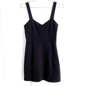 urban outfitters black sweetheart neckline dress M